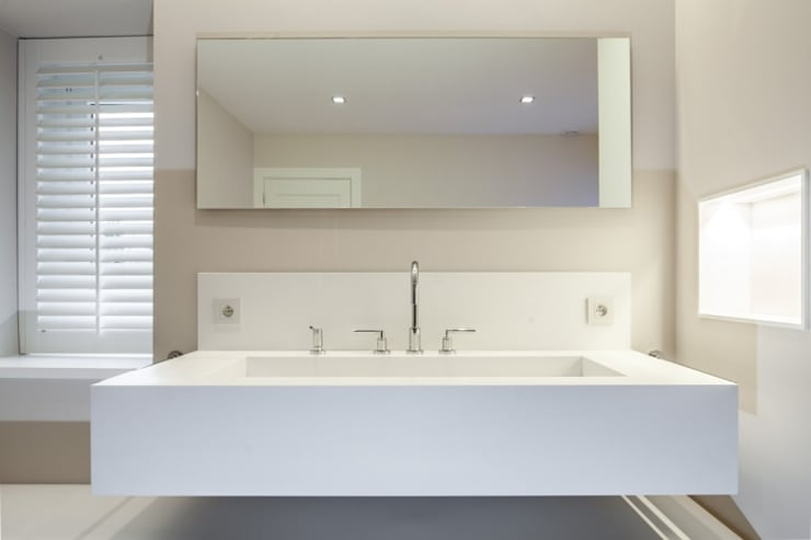 Villa spadoise: Salle de bains de style  par Pierre Noirhomme