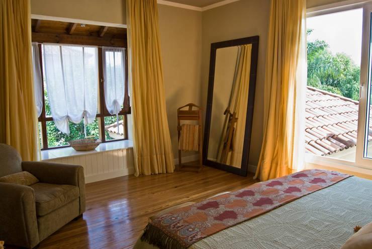 Clásicos Detalles: Dormitorios de estilo clásico por LLACAY arquitectos