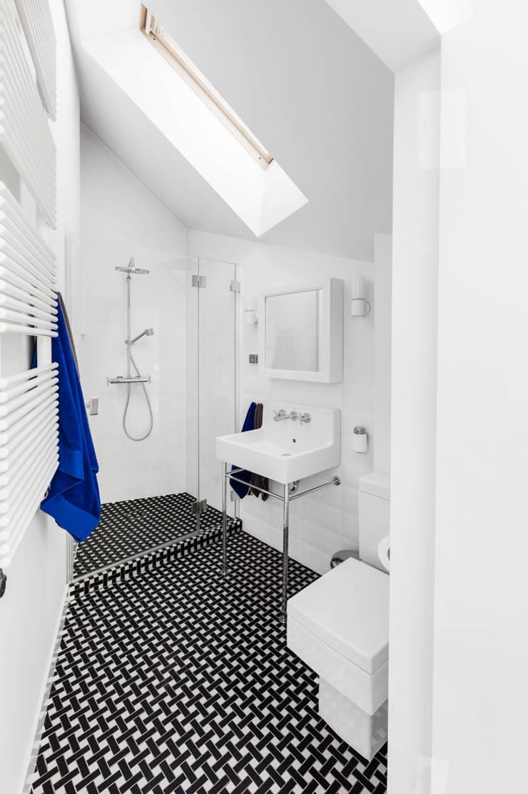 Our photoshoot of apartment design by Biderman Architects: styl , w kategorii Łazienka zaprojektowany przez Ayuko Studio