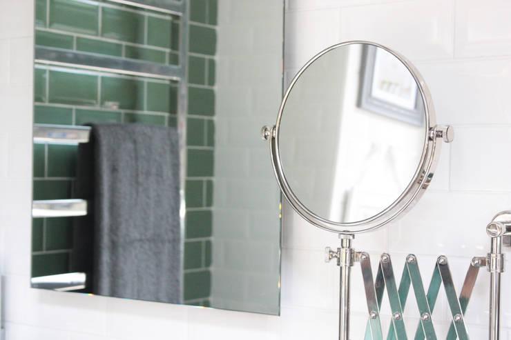 Showroom Tons de Banho: Casas de banho clássicas por TONS DE BANHO