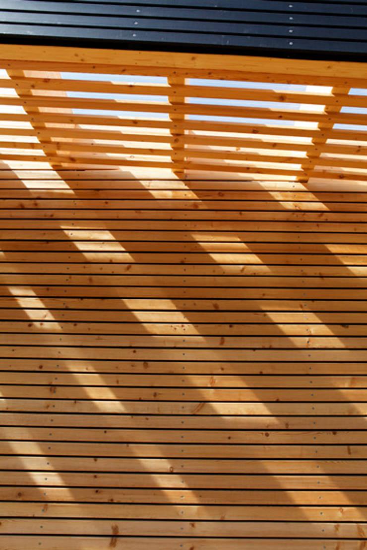 Houses by SOMMERHAUS PIU, Scandinavian Wood Wood effect