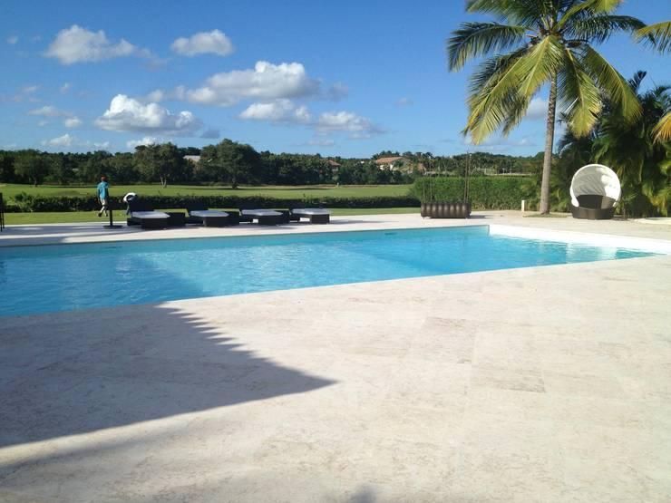 A Luxury Villa in Repubblica Domenicana: modern Pool by Lid&er  Ltd