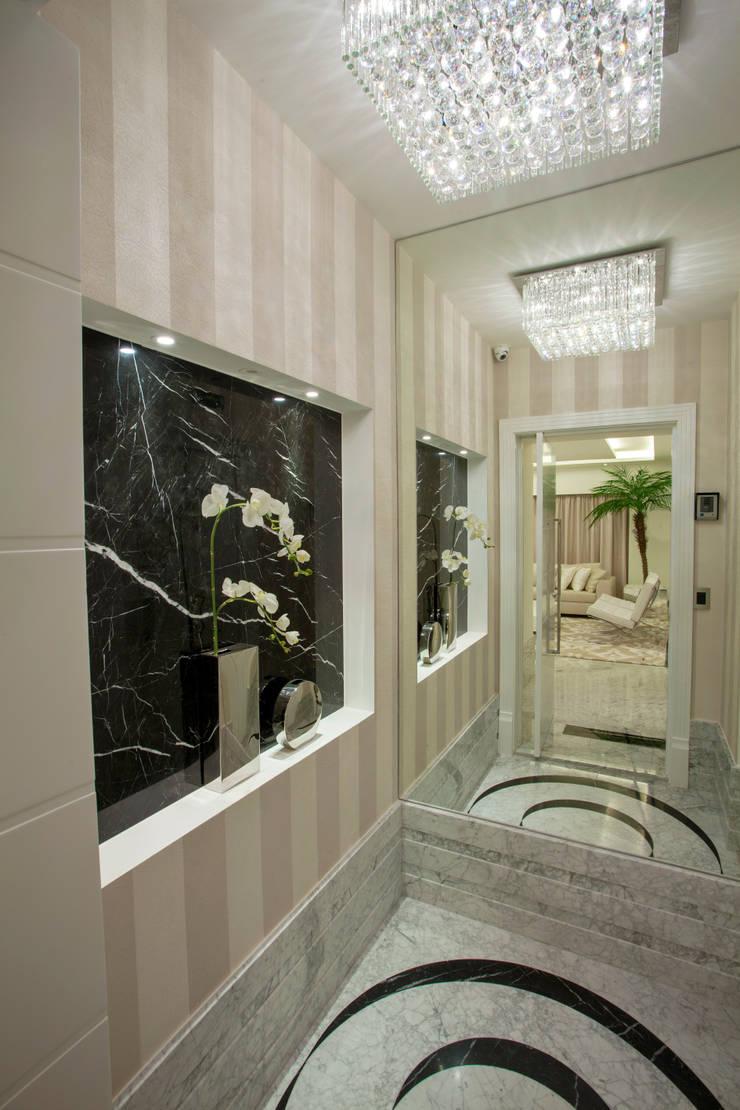 Apartamento Palazzo: Corredores e halls de entrada  por Designer de Interiores e Paisagista Iara Kílaris