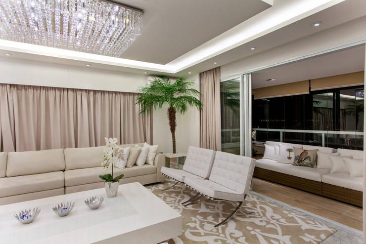 Apartamento Palazzo: Salas de estar  por Designer de Interiores e Paisagista Iara Kílaris