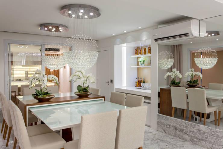 Apartamento Palazzo: Salas de jantar  por Designer de Interiores e Paisagista Iara Kílaris