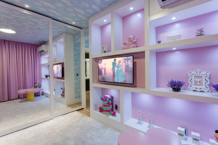 Phòng trẻ em by Designer de Interiores e Paisagista Iara Kílaris