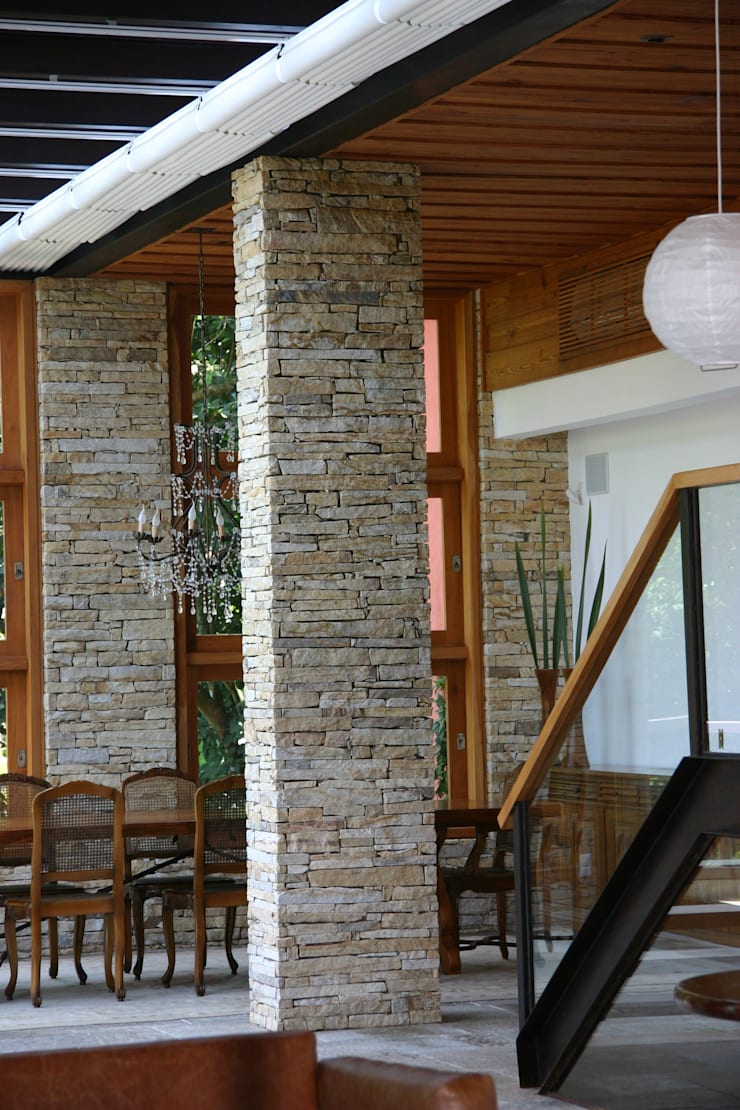 ÁREA EXTERNA: Salas de jantar  por Maria Claudia Faro