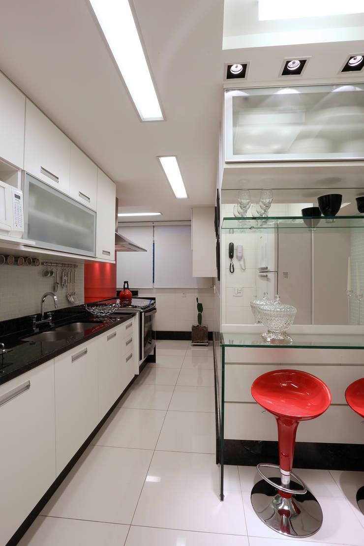 Cozinha Contemporanea: Cozinhas  por Guilherme Galvão Arquitetura e Interiores