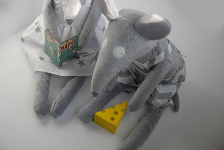Myszka przytulanka Amelia i Leon: styl , w kategorii Pokój dziecięcy zaprojektowany przez Simpapa,