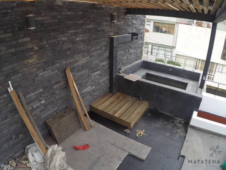 Roof Garden-Jacuzzi: Terrazas de estilo  por Matatena Arquitectura