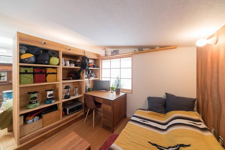 寝室: FAD建築事務所が手掛けた寝室です。