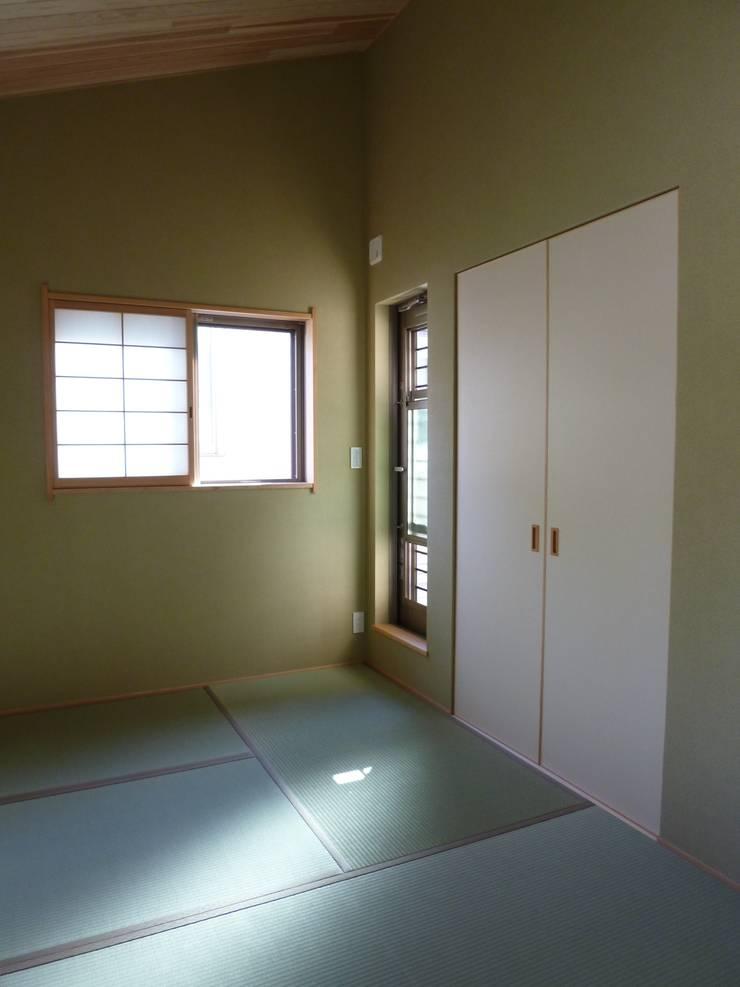 豊中の家Ⅱ: 株式会社 atelier waonが手掛けた寝室です。