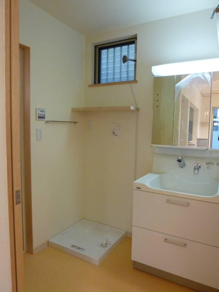 豊中の家Ⅱ: 株式会社 atelier waonが手掛けた浴室です。