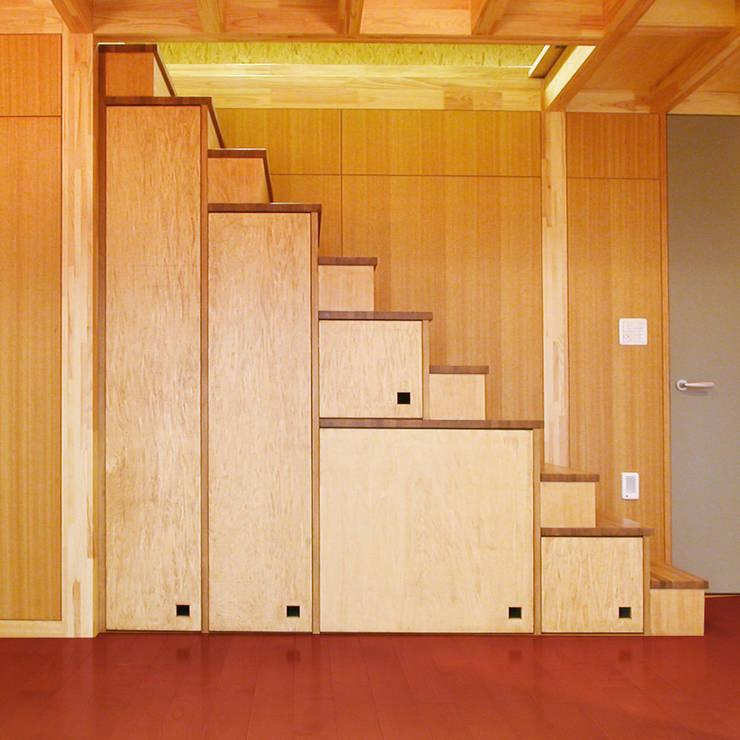 บันได โถงทางเดิน ระเบียง by ユミラ建築設計室