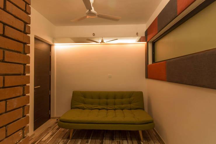 Apartment Interiors:  Media room by Studio Stimulus