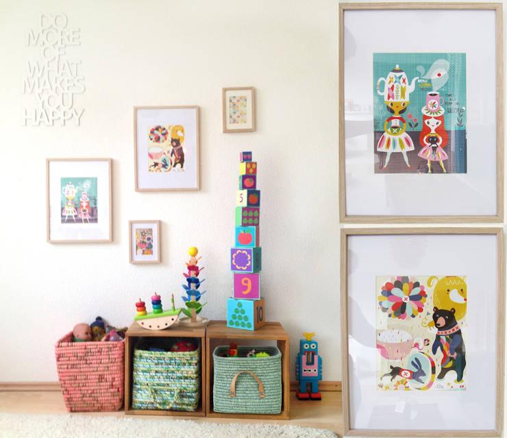 Buntes Kindertreiben im Wohnzimmer:  Wohnzimmer von LYBSTES.