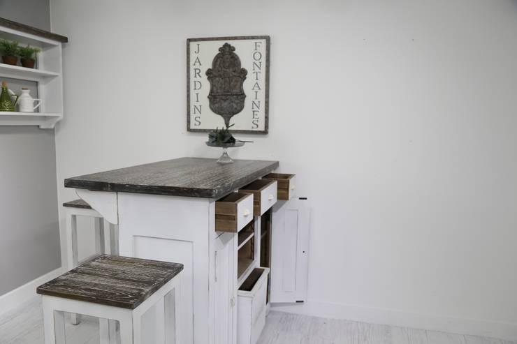 Avignon home bar table: 쥬네드 마르셀의  다이닝 룸