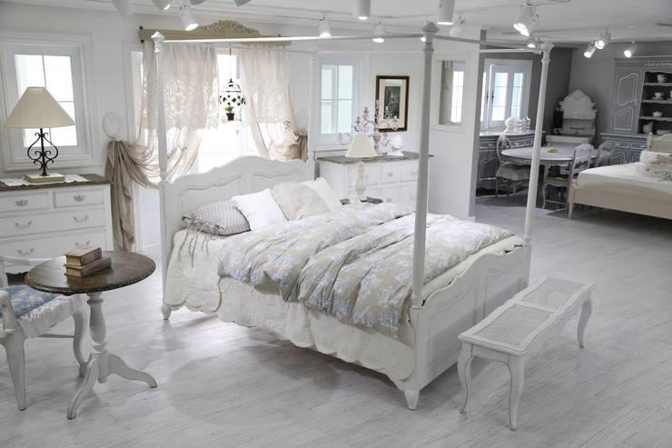 Dormitorios de estilo  por 쥬네드 마르셀