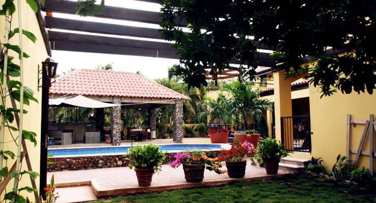 veranda bij guesthouse:  Terras door architectenbureau Aerlant Cloin BNA