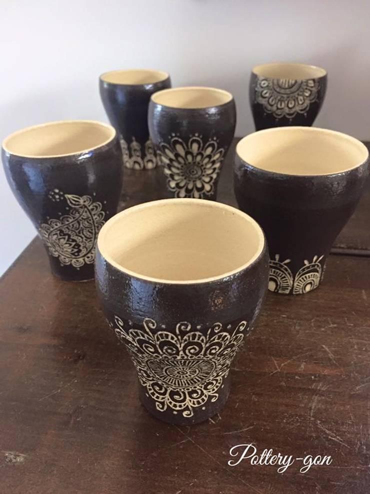 Beer Cup: Pottery-言(gon)が手掛けたキッチンです。,