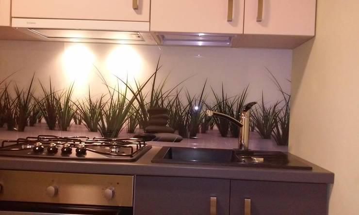 Panel szklany do kuchni GRASS & STONE: styl , w kategorii Kuchnia zaprojektowany przez Magic Style Sylwia Ziętara,Nowoczesny Szkło