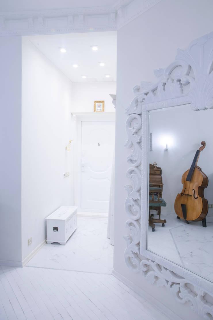 2-х комнатная квартира 47,68 m2 в ЖК <q>Лосиный остров</q> Коридор, прихожая и лестница в классическом стиле от Архитектурно-дизайнерское бюро Натальи Медведевой 'APRIORI design' Классический