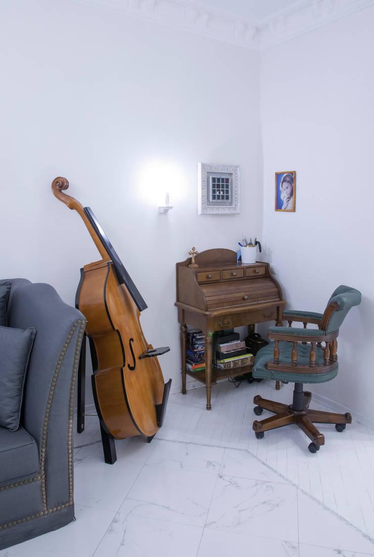 2-х комнатная квартира 47,68 m2 в ЖК <q>Лосиный остров</q> Рабочий кабинет в классическом стиле от Архитектурно-дизайнерское бюро Натальи Медведевой 'APRIORI design' Классический