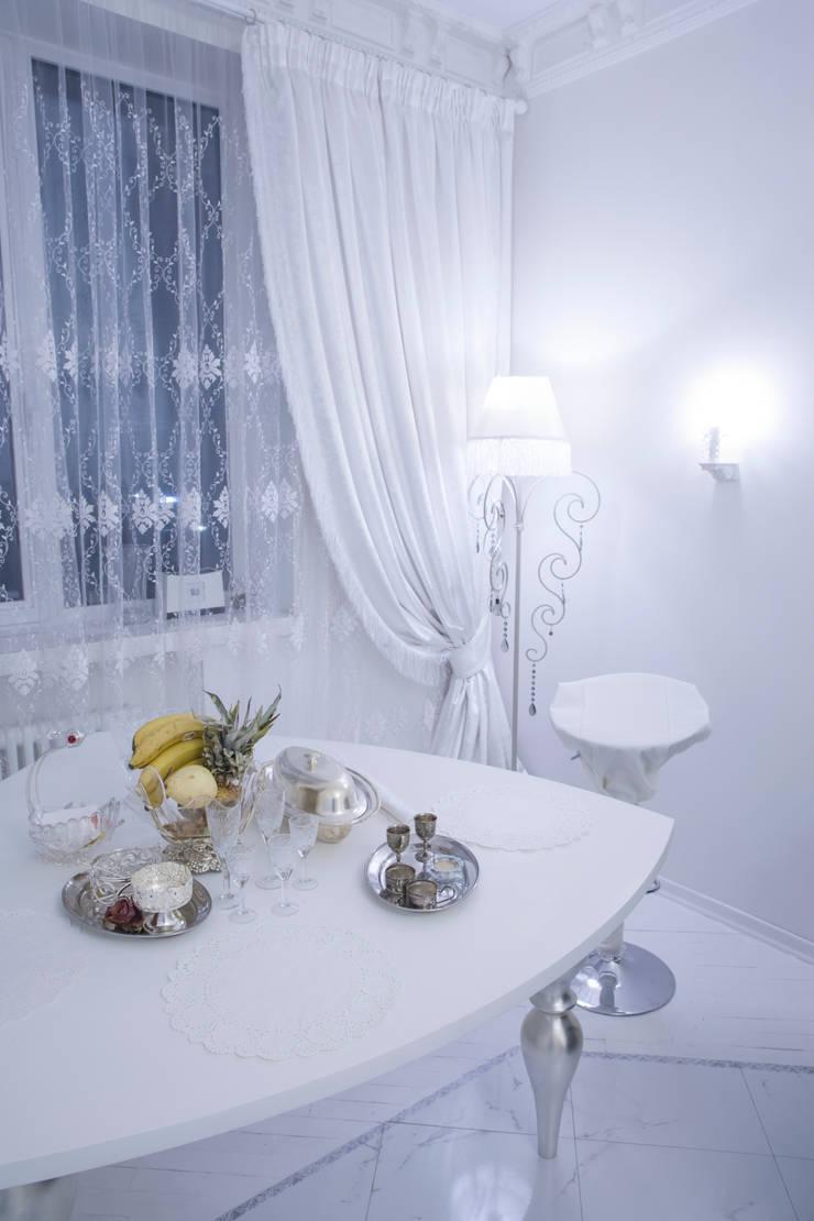 2-х комнатная квартира 47,68 m2 в ЖК <q>Лосиный остров</q> Гостиная в классическом стиле от Архитектурно-дизайнерское бюро Натальи Медведевой 'APRIORI design' Классический