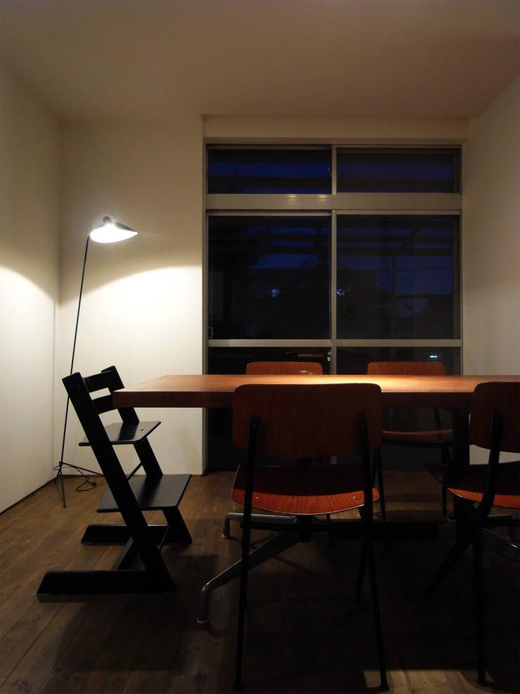 新千里の家: 村松英和デザインが手掛けたダイニングです。