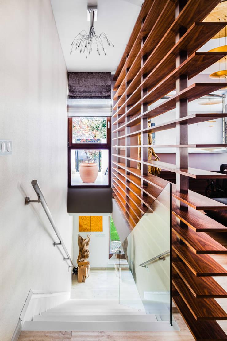 Our photoshoot of apartment located in Warsaw: styl , w kategorii Korytarz, przedpokój zaprojektowany przez Ayuko Studio