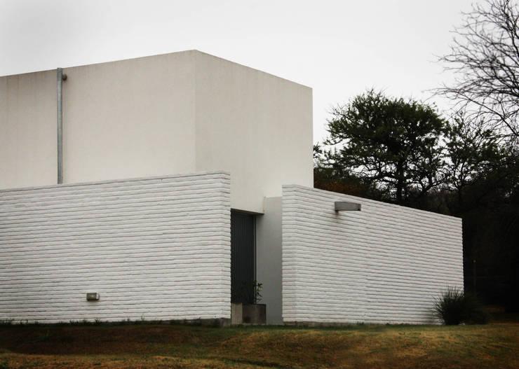 Casas modernas por BLTARQ  Barrera-Lozada