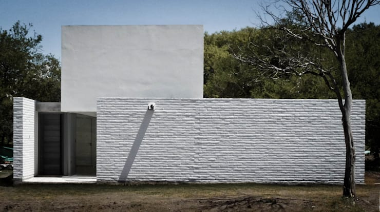 Casa LS: Casas de estilo moderno por BLTARQ  Barrera-Lozada