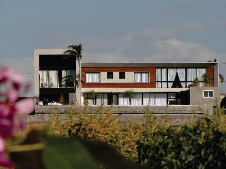 RESIDÊNCIA JA: Casas  por Mascarenhas Arquitetos Associados,