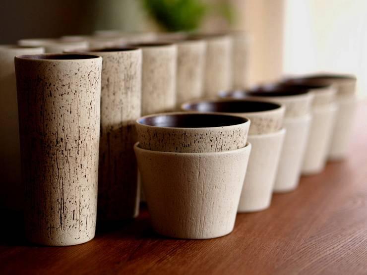 チョコカップ&トロンコ(タンブラー): - utsuwa kobako -が手掛けたダイニングルームです。