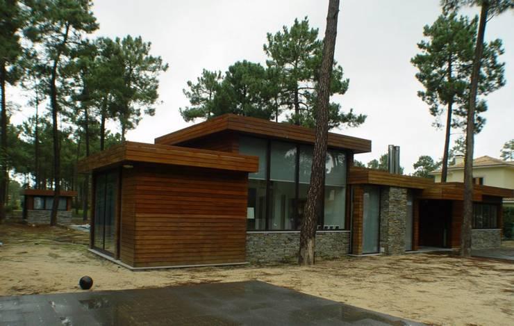 Moradia Anadia: Casas  por Karst, Lda
