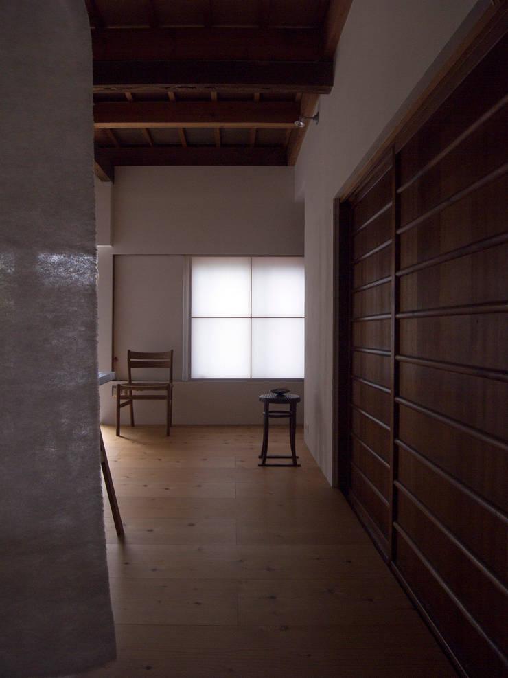 西ノ京のアトリエ: 村松英和デザインが手掛けた和室です。,