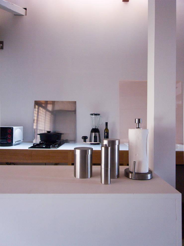 西ノ京のアトリエ: 村松英和デザインが手掛けたキッチンです。,
