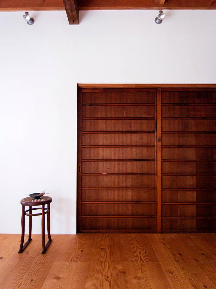 西ノ京のアトリエ: 村松英和デザインが手掛けたダイニングです。,