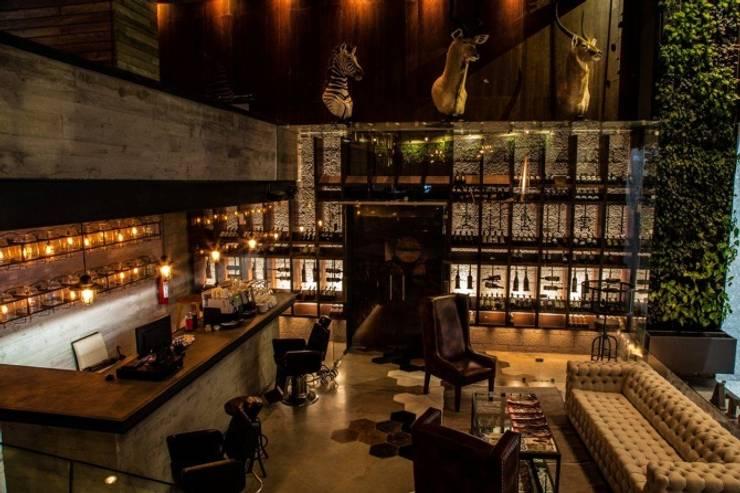 Cojines personalizados con olor | Restaurante Terracosta: Comedor de estilo  por Herminia Mor