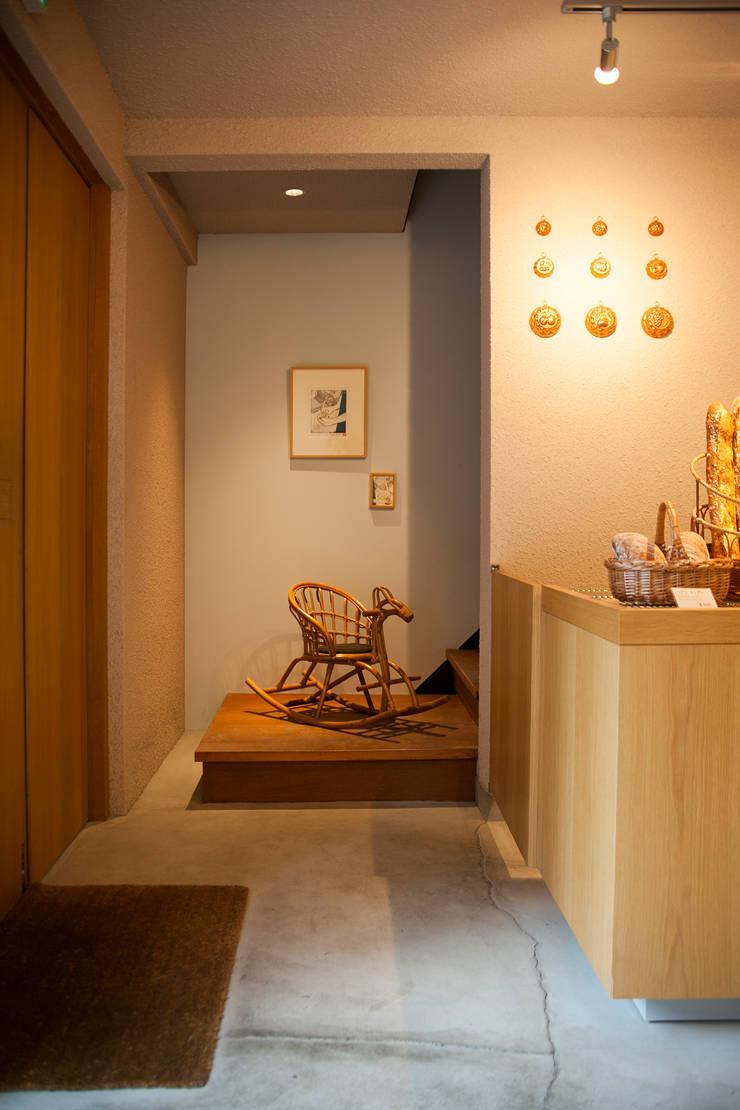Espacios comerciales de estilo  por 村松英和デザイン, Ecléctico