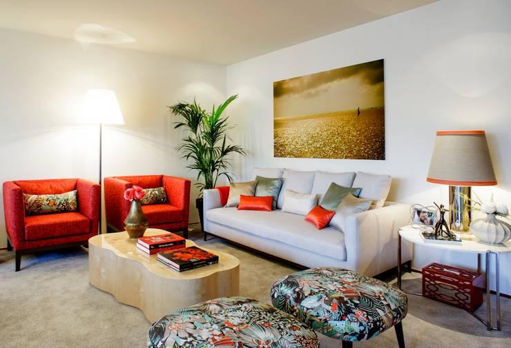 Residence Flat |  Boavista Palace | 2015: Salas de estar modernas por Susana Camelo
