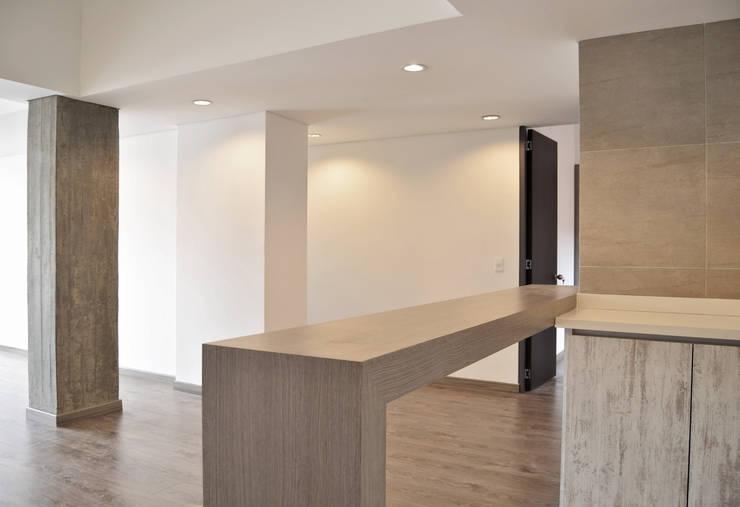 APARTAMENTO 104: Comedores de estilo  por santiago dussan architecture & Interior design, Minimalista
