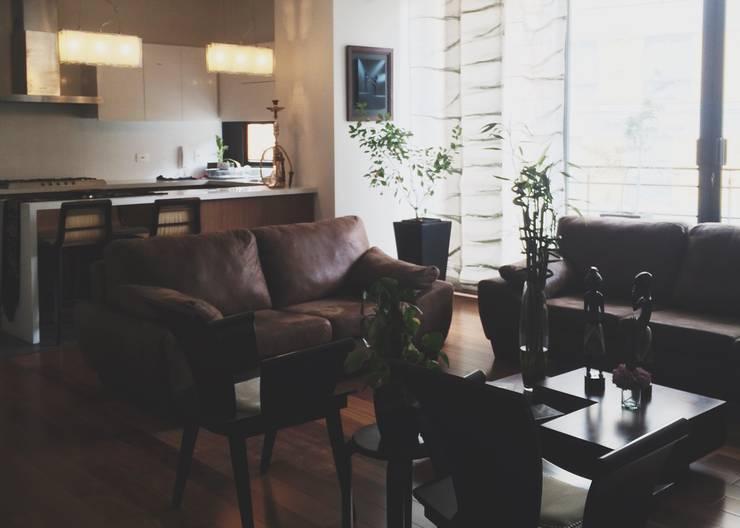 APARTAMENTO 67: Salas de estilo  por santiago dussan architecture & Interior design