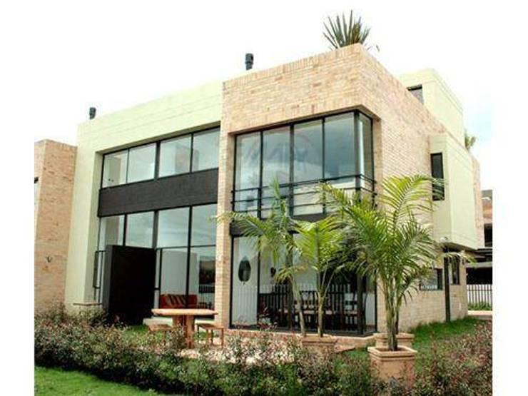 Proyectos de Arquitectura, Decoración Y Construcción de Villas de lujo: Casas de estilo  de Architect Hugo Castro  - HC Estudio  Arquitectura y Decoración