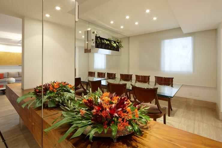 Apartamento Moema: Salas de jantar modernas por Luciana Savassi Guimarães arquitetura&interiores
