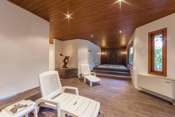 Gimnasios domésticos de estilo rústico de VNK Arquitetura e Interiores