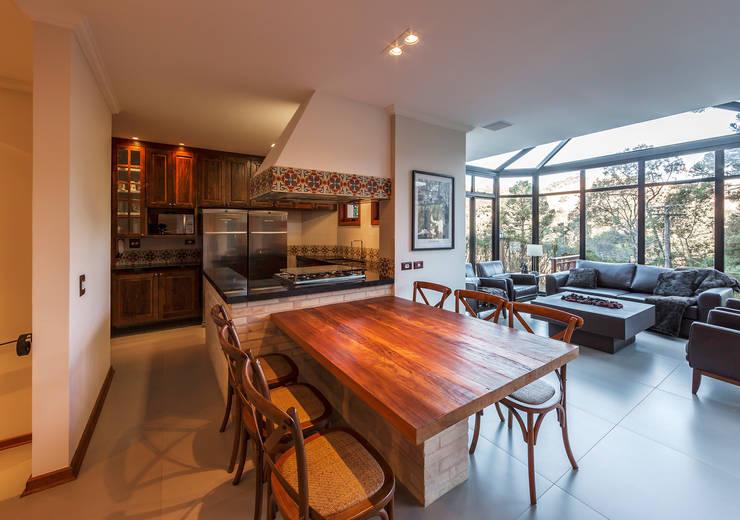 Comedores de estilo  por VNK Arquitetura e Interiores