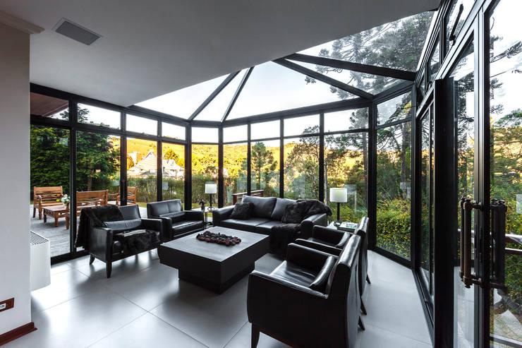 Projekty,  Salon zaprojektowane przez VNK Arquitetura e Interiores