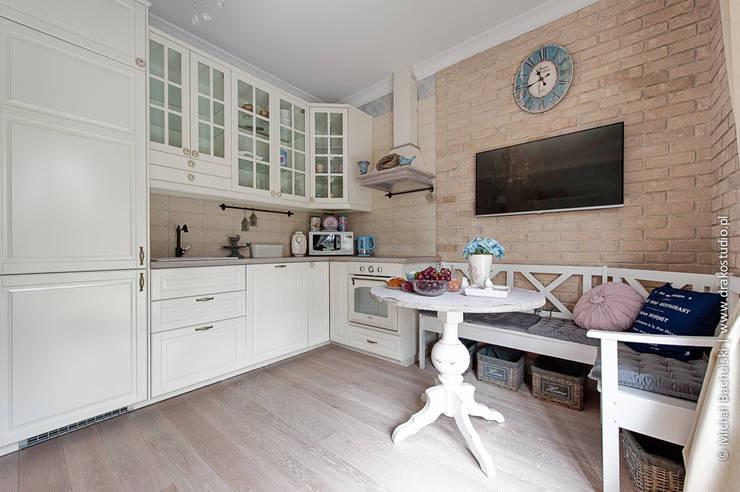 Francuski zakątek: styl , w kategorii Kuchnia zaprojektowany przez DreamHouse.info.pl