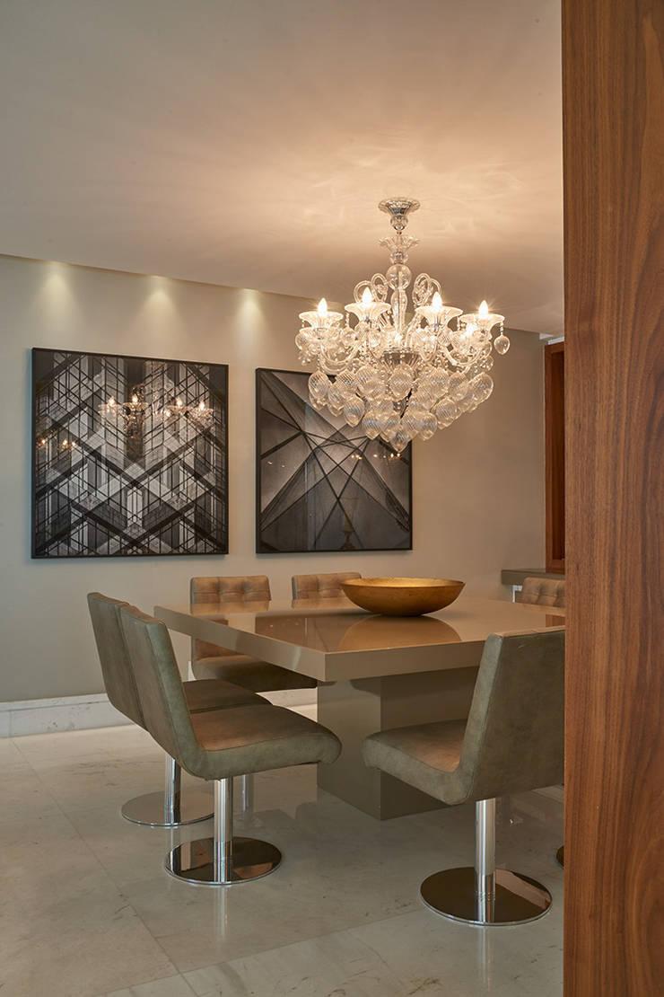 Apartamento AP: Salas de jantar  por Gláucia Britto